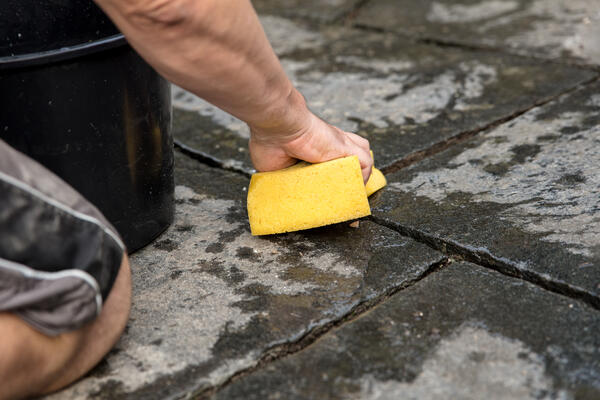 Cleaning pavers1